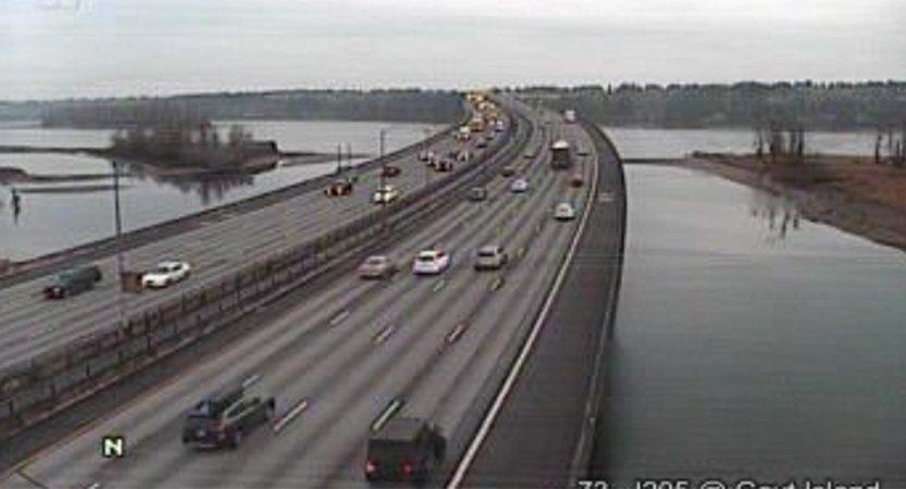 You are currently viewing Choque mortal sobre puente I-205, se cobra dos vidas.