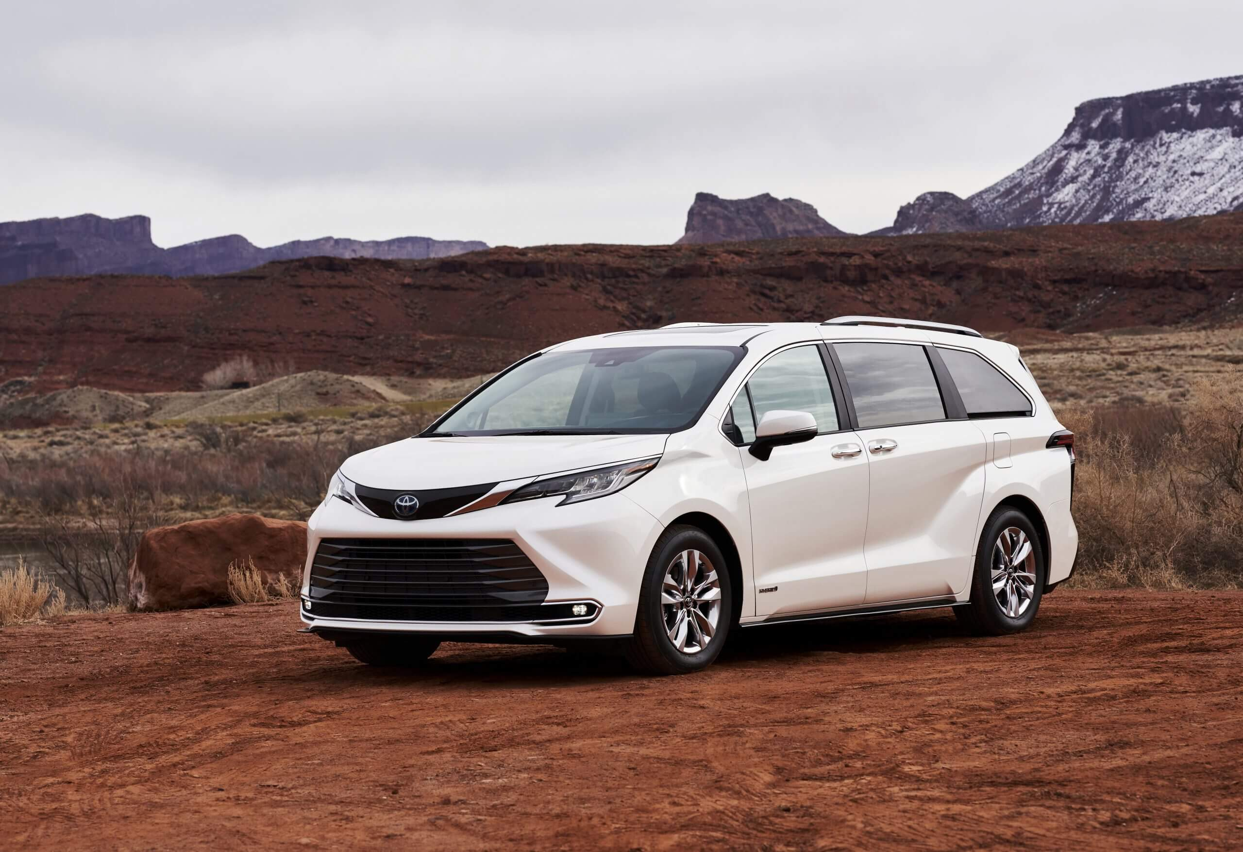 2021_Toyota_Sienna_Limited_01-scaled